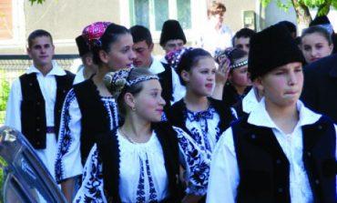 Dublu motiv de sărbătoare pentru locuitorii cartierelor  Țerova și Moniom