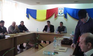 Execuția bugetară pe 2014 respinsă la Moldova Nouă, proiectul de buget de asemenea. Verzii au părăsit ședința!