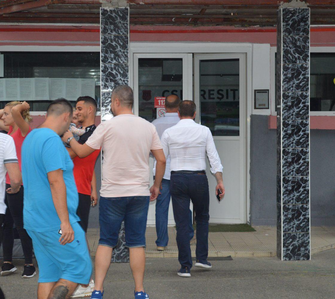 Se poate și fără politizare, Nelu Popa, Silviu Hurduzeu și Ionuț Popovici în tribună la debutul Reșiței în Liga a doua