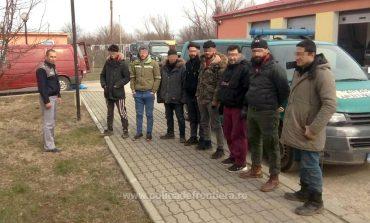 Șaisprezece cetățeni străini, opriţi la frontiera cu Serbia
