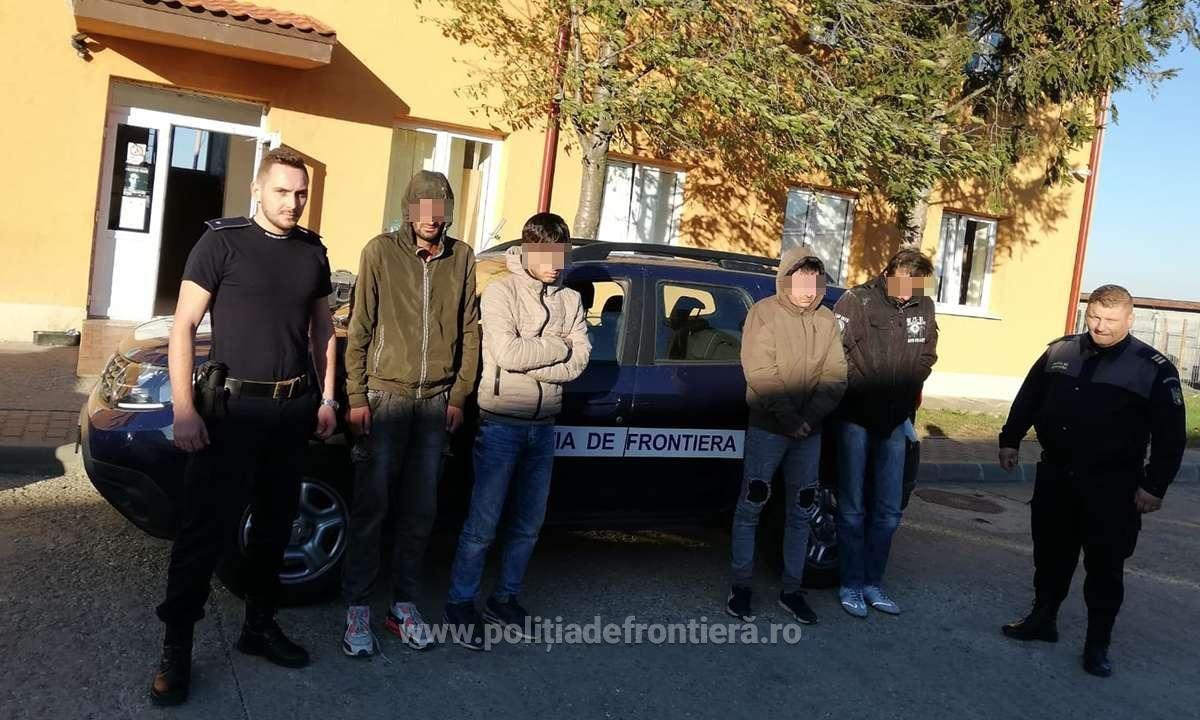 Poliţiştii de frontieră din cadrul Sectorului Poliţiei de Frontieră Naidăş – judeţul Caraş-Severin au depistat trei cetățeni afgani, care intenţionau să ajungă ilegal într-un stat din vestul Europei, cu ajutorul unui cetățean iranian.