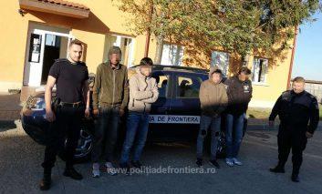 Poliţiştii de frontieră din cadrul Sectorului Poliţiei de Frontieră Naidăş - judeţul Caraş-Severin au depistat trei cetățeni afgani, care intenţionau să ajungă ilegal într-un stat din vestul Europei, cu ajutorul unui cetățean iranian.