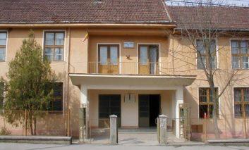 Amenințare cu bombă la un liceu din Caraș-Severin. Elevii au fost scoși din clădire
