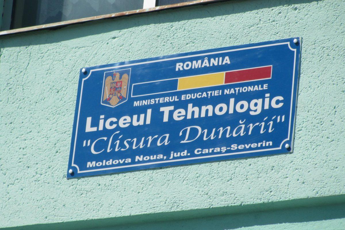 """Agitație mare la Liceul Tehnologic """"Clisura Dunării"""" din Moldova Nouă după ce o elevă s-a îmbolnăvit de tuberculoză"""