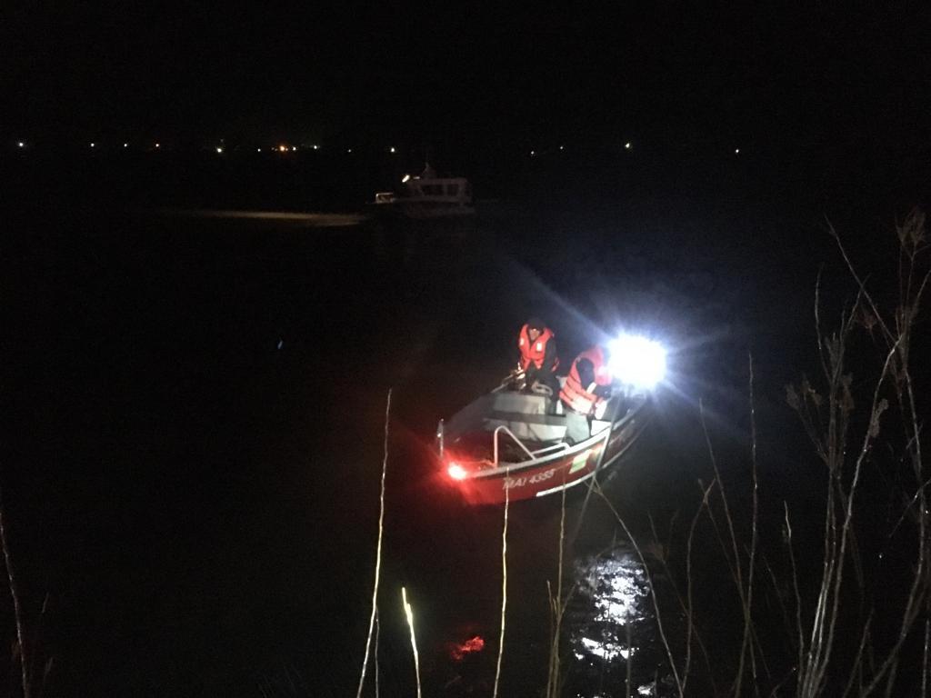 O maşină a căzut în Dunăre,  nefiind găsite persoane înăuntru; scafandrii fac căutări