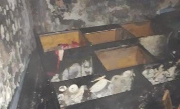 Incendiu într-un bloc părăsit