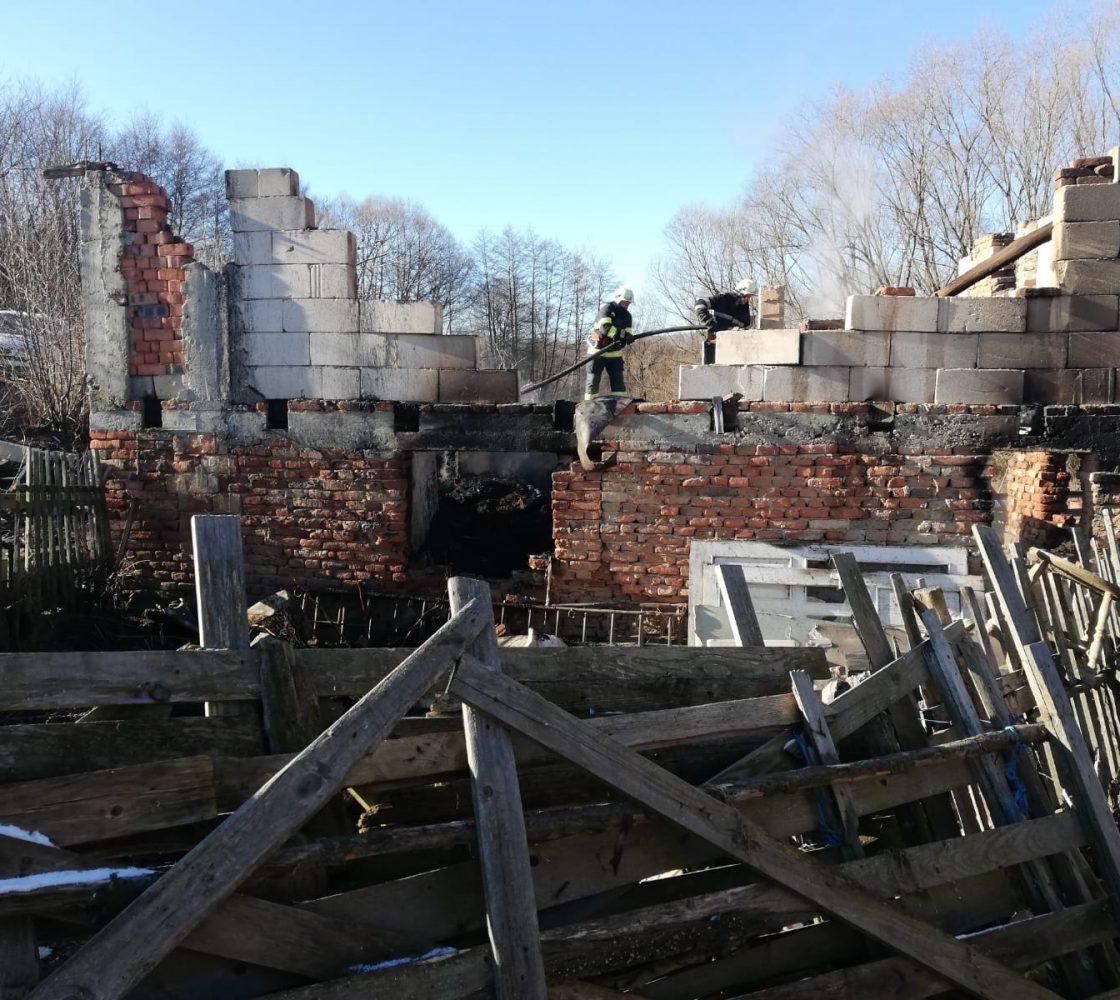Un sălaș din Teregova în flăcări, focul a fost pus intenționat