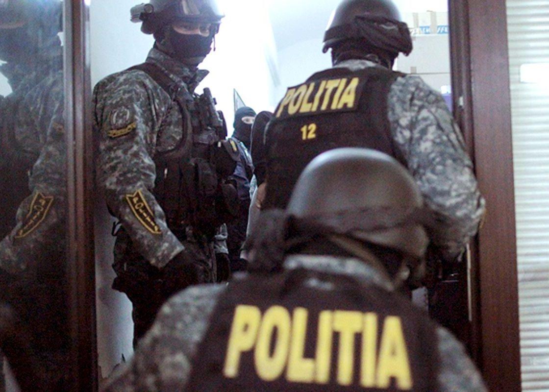 """Acțiune în forță a Poliției  la Clubul """"El G""""din Moldova Noua"""