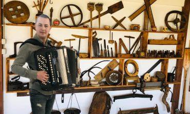 Simici Dragan, de la instrumentist la colecționar de antichități și obiecte vechi