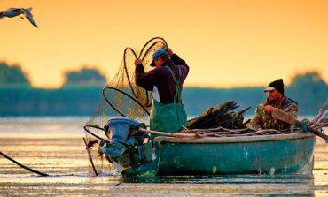 Pescari implicaţi în pescuitul industrial din Clisura Dunării, liber la circulaţie