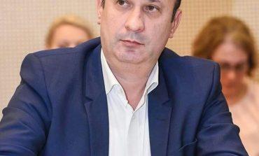 Declaraţia zilei aparţine lui Adrian Câciu, economist,imprumutam pentru ca unii sa exporte profituri sau venituri inainte de impozitare iar noi rămânem sa plătim datoriile. Și dobânda aferentă.