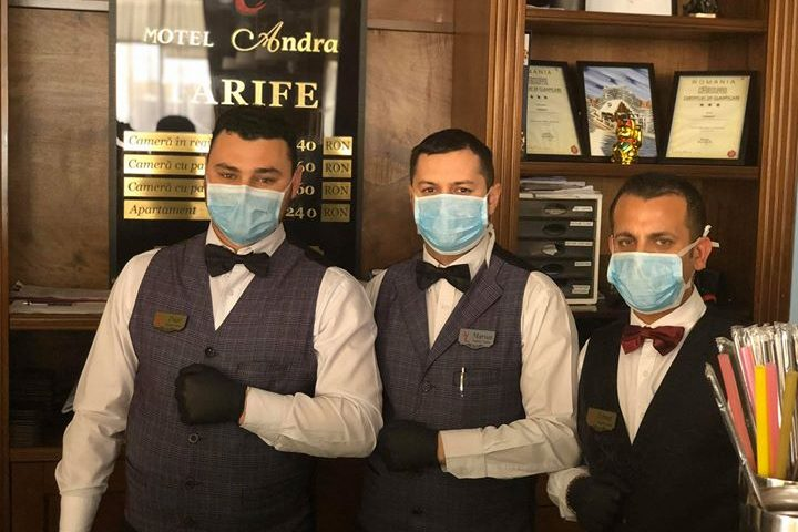De luni 1 iunie se deschid terasele!Ospatarul obligatoriu masca si manusi ,clientul nu !