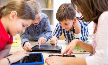 600 de tablete pentru elevii reșițeni din familii defavorizate