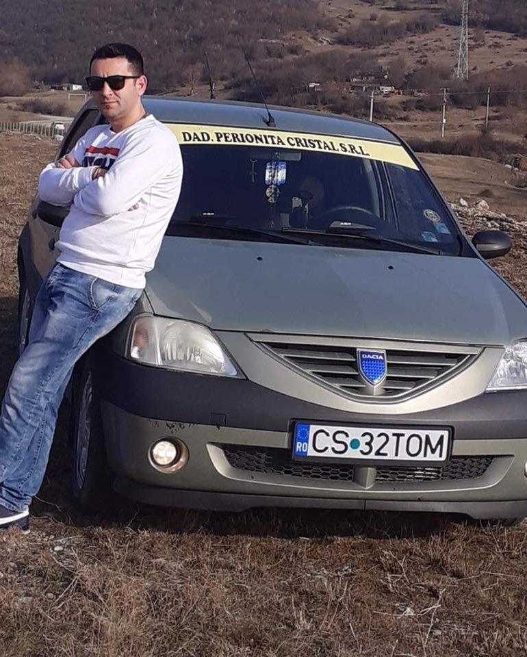 """Tânăr din Comuna Coronini ,,izolat forțat"""" de doi polițiști din Moldova Nouă!"""