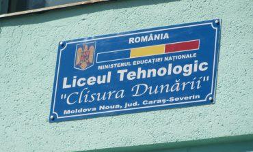 """A douaprobăa examenului deBacalaureat,cea lamatematică,,sabotată"""" de lipsa de energie electrică la Moldova Nouă."""