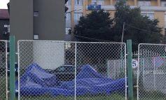Cortul de triaj epidemiologic din curtea spitalului orasenesc Moldova Noua ,transformat in gunoi industrial!