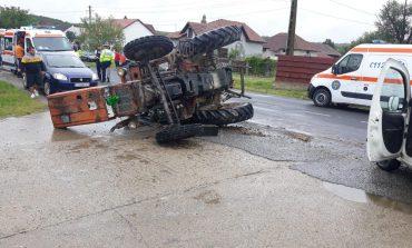 Grav accident rutier produs de un tractor si o autoutilitara !