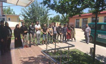 Doi cetăţeni sârbi cercetați pentru trafic de migranti!