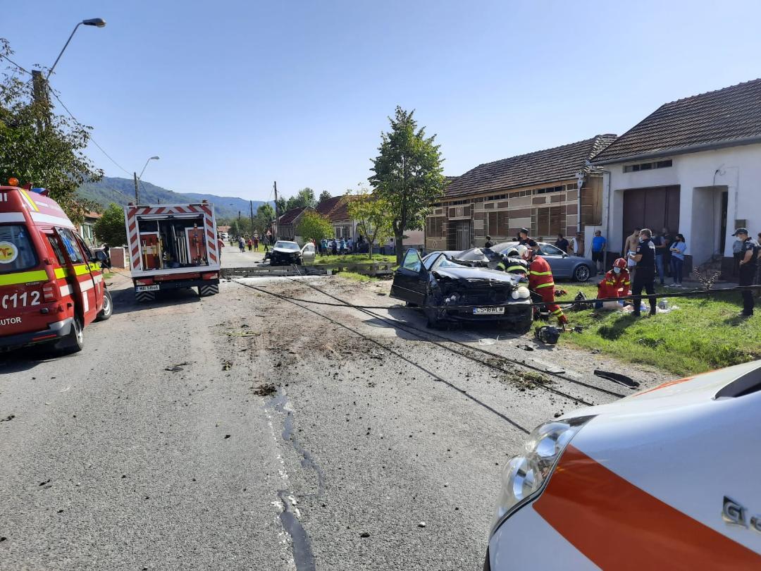 Accident auto  mortal in Comuna Zavoi!