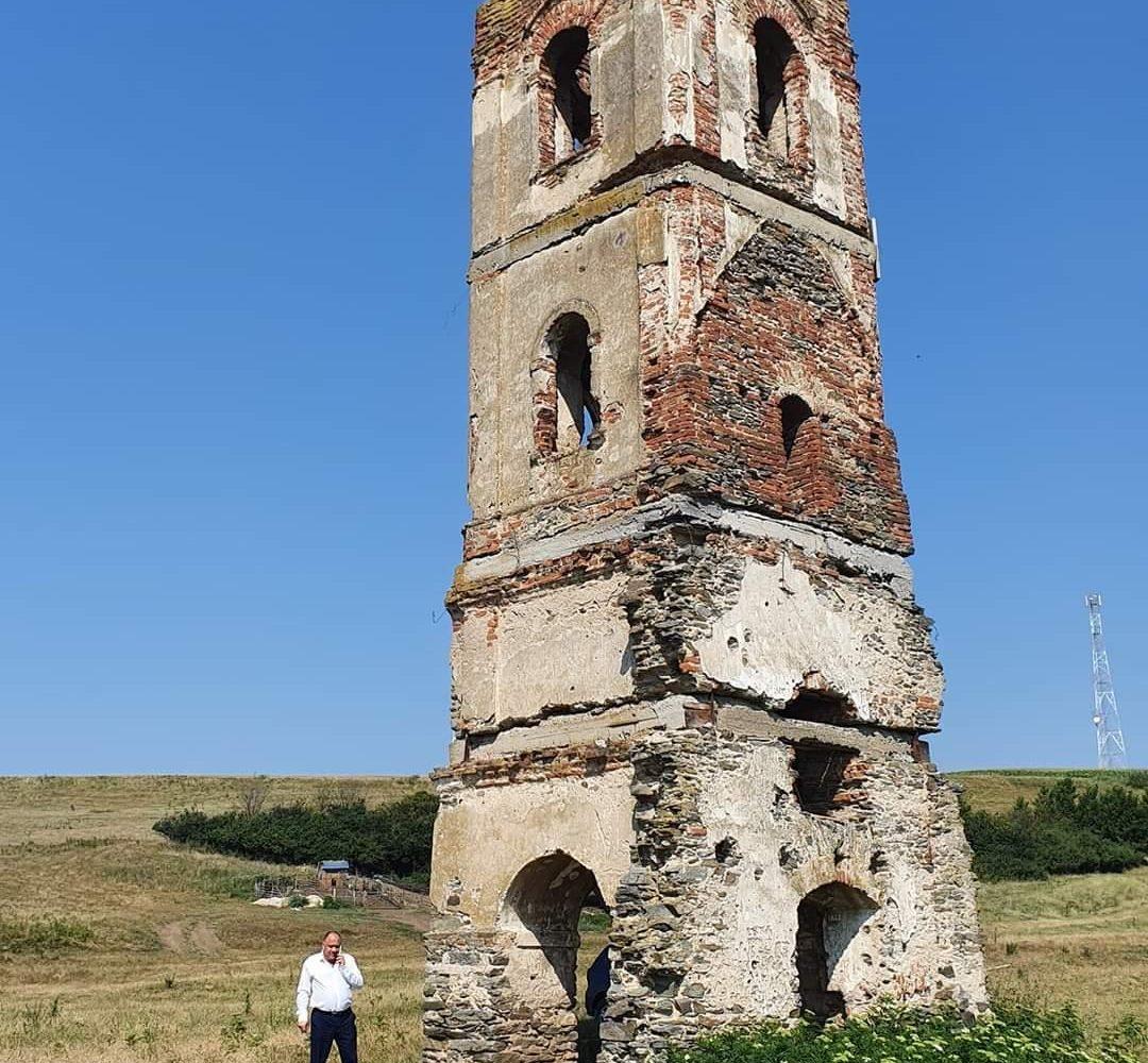 Provocare pentru istorici, restauratori și autoritățile pentru cultură județene si locale!Turnul de la Gradinari.