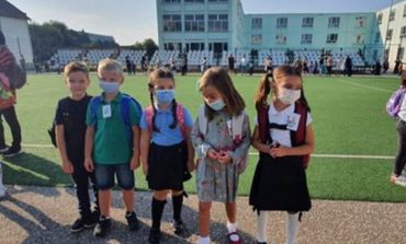 Prima zi de şcoală la Moldova Nouă... asta să fie viitorul copiilor?