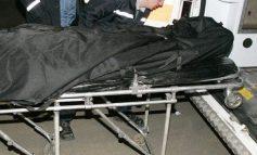 Descoperire macabră la Moldova Noua, cadavrul unui bărbat mort de aproximativ o saptamana , găsit într-un apartament din bl.36