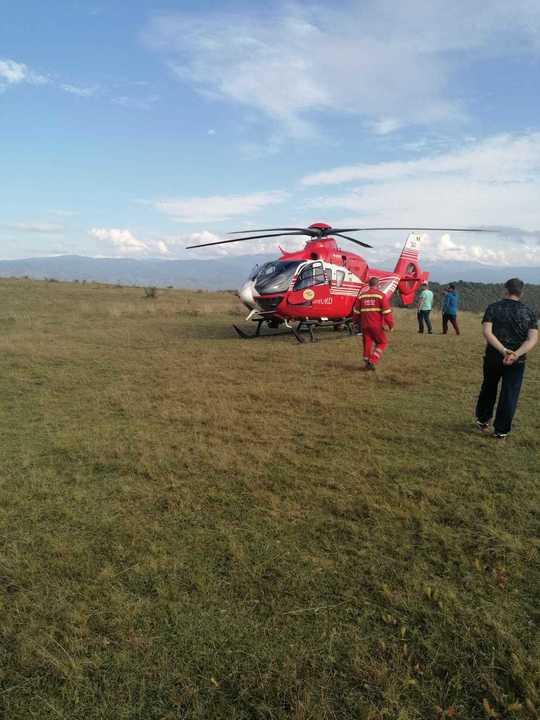 Intervenţie a elicopterului SMURD pentru salvarea unui băiat care a căzut cu bicicleta pe Valea Cenchi,Caransebes!i!