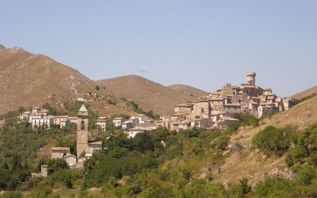 Vrei sa pleci din Romania?Primaria comunei Santo Stefano di Sessanio din Italia,ofera o prima de instalare 20.000 de euro, iar plata lunară la circa 660 de euro pentru o perioadă de trei ani!