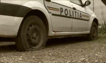 Maşină de poliţie aflata in misiune ,vandalizatăla Moldova Nouă!