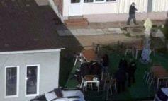 Un tanar recalcitrant a fost încătuşat de poliţişti din Moldova Noua!Motivul nu purta masca!