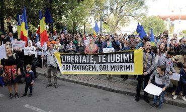 A treia noapte de proteste ,mii de romanii in strada!