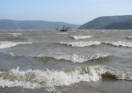 COD GALBEN: Vant puternic in judetul Caras-Severin!Circulaţia navelor pe Dunăre, a fost închisă!